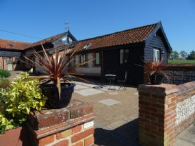 Dog friendly Holiday Cottages Norwich |Alborough House Norfolk pets welcome